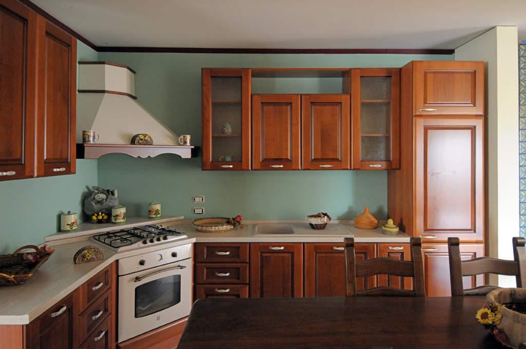 Cucina classica capri rivenditori cucine sicilia - Colori pareti cucina classica ...