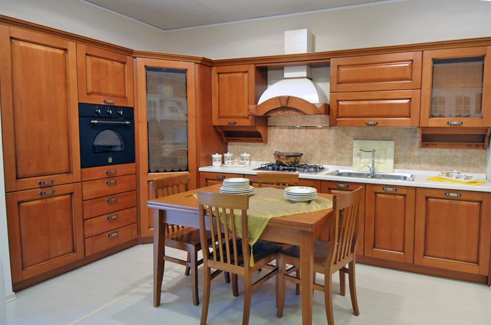 Cucina classica julia rivenditori cucine sicilia for Cucine moderne color ciliegio