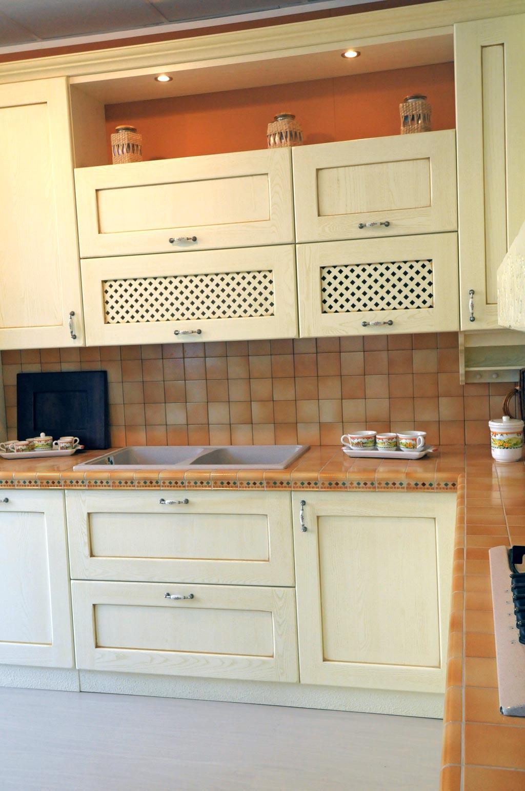 Cucina classica provenza rivenditori cucine sicilia - Cucine con soggiorno ...
