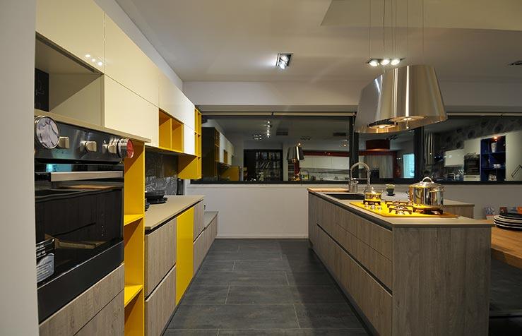 Stile e colore: due caratteri distintivi, un mix di originalità unita alla qualità dei materiali impiegati per realizzare la cucina componibile moderna Global