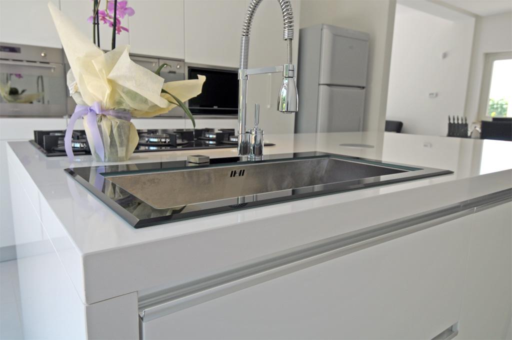 Cucina moderna chiara rivenditori cucine sicilia - Lavabo cucina moderno ...