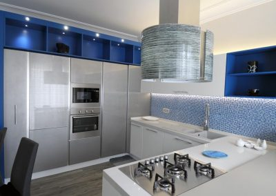 Mobile cucina con faretti led, una caratteristica elegante e moderna della cucina Senso