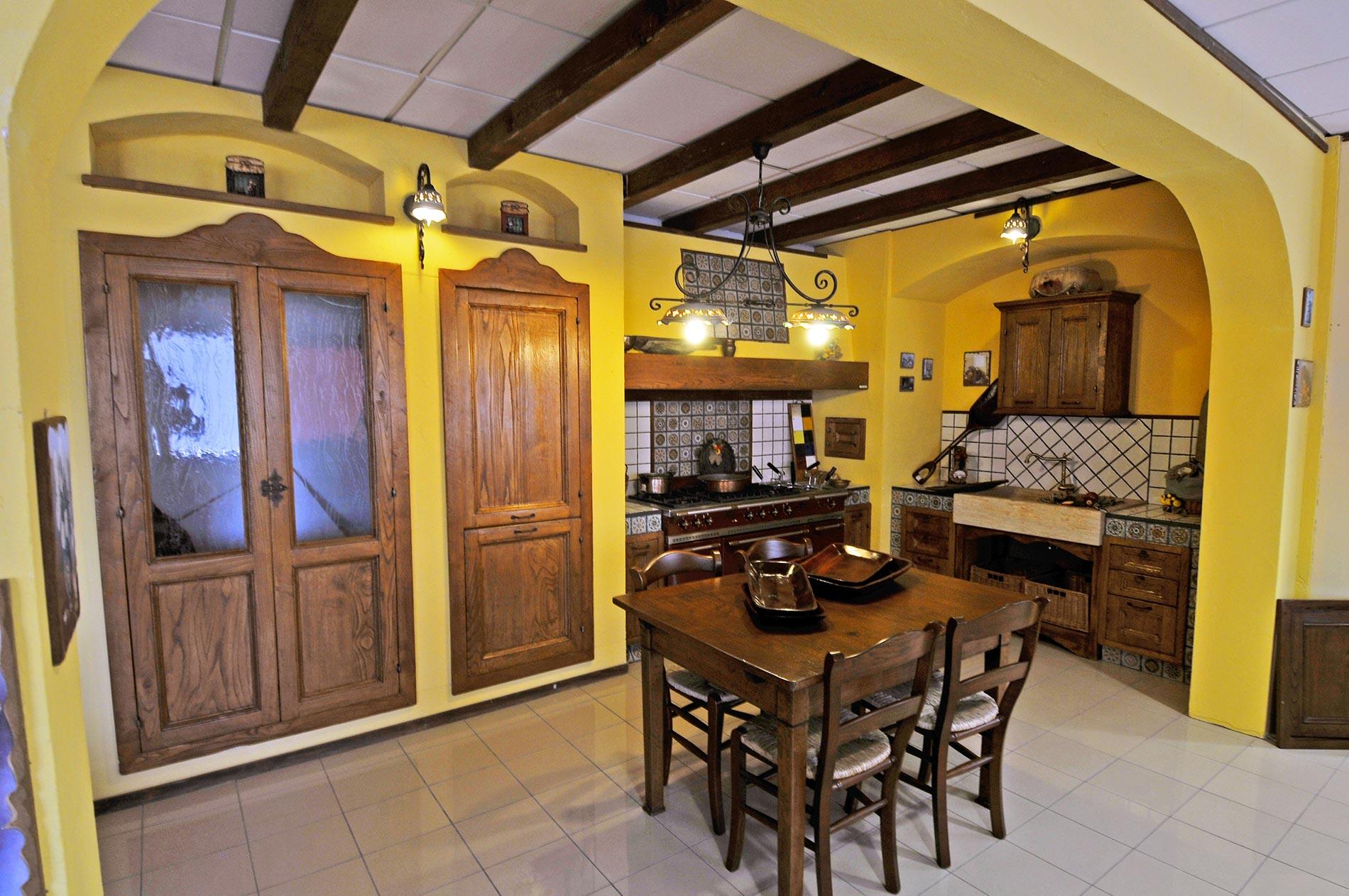 Cucina finta muratura Tosca realizzata con materiali robusti e resistenti
