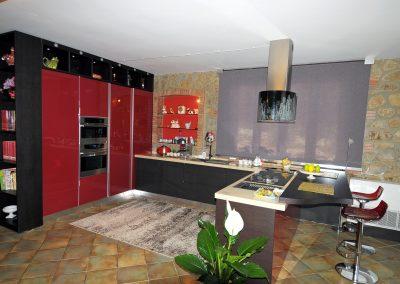 Senso - Cucina moderna e multifunzionale dal colore rosso, wenghè e beije