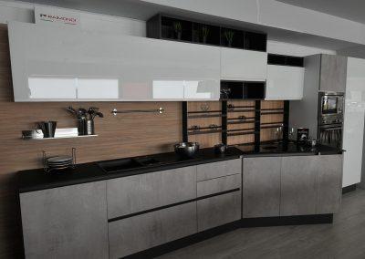La cucina componibile può essere personalizzata secondo le proprie esigenze e necessità di utilizzo. L'innovazione, la disposizione degli attrrezzi da cucina e la qualità dei materiali sono elementi che contraddistinguono questo mobile di arredo contemporaneo.