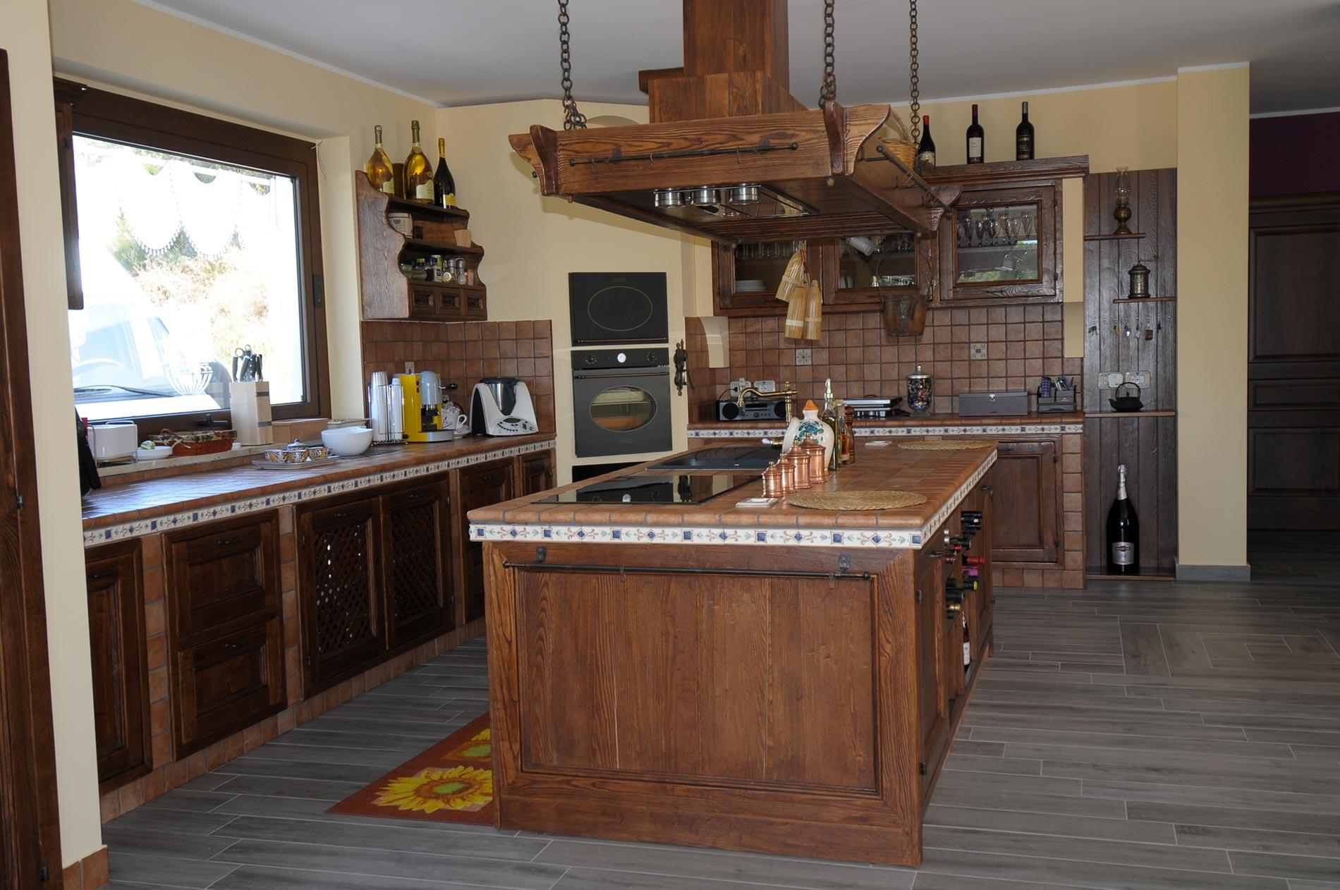 Cucina finta muratura tosca rivenditori cucine sicilia for Disegni di grandi cucine